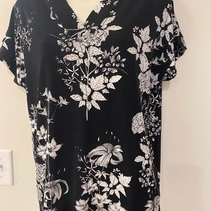 Banana Republic Black White S Floral Poly Top NWOT